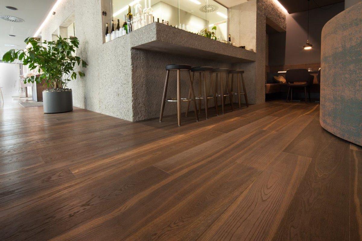 Rustikaler Holzboden Hotel